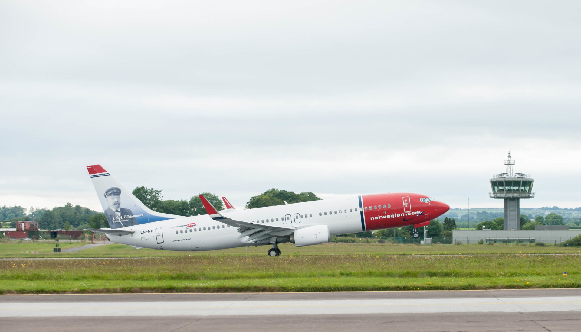 IAG to sell its shares in Norwegian