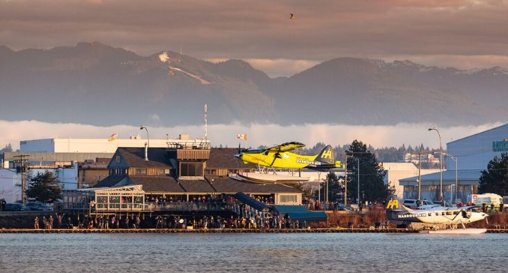 Harbour Air and magniX celebrate first all-el..