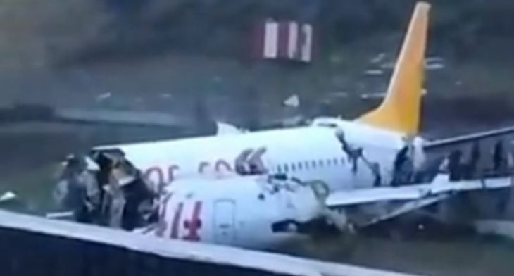 Pegasus Boeing 737 breaks into three upon landing