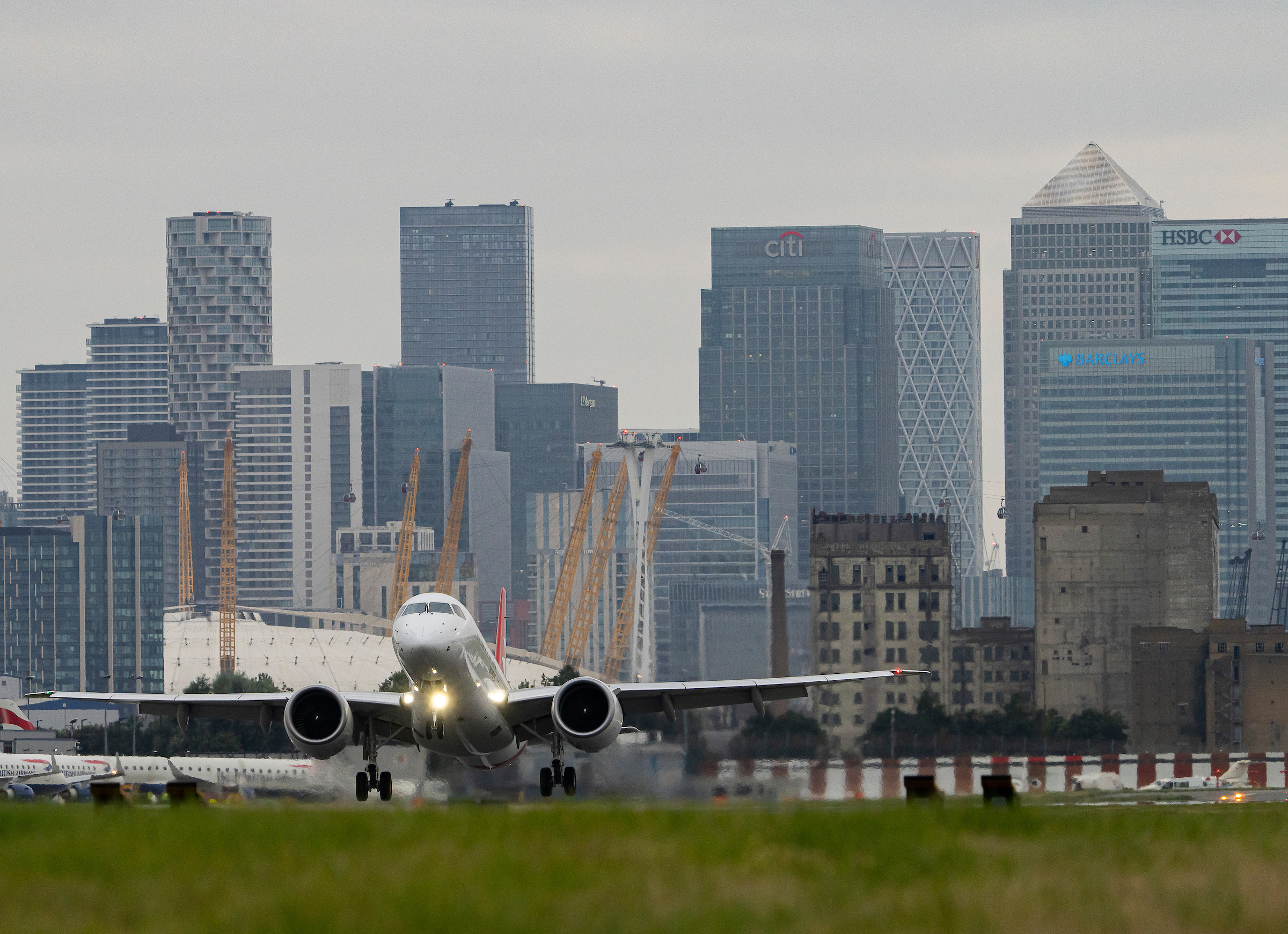 Embraer E190-E2 makes first commercial flight into London City Airport